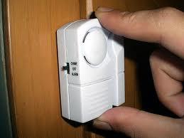 Alarm Pintu Jendela Anti Maling Fitting Lampu Otomatis